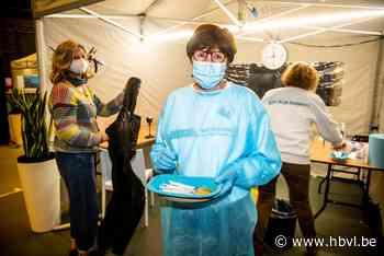 """Vaccinatiecampagne onder stoom: """"Met dank aan alle vrijwilli... (Lommel) - Het Belang van Limburg"""