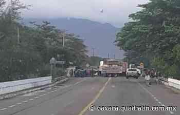 Impiden tránsito hacia Chiapas en el Istmo de Tehuantepec 8:51 El bloqueo fue instalado sobre - Quadratín Oaxaca
