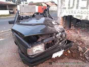 """Carro bate contra muro e moradores acordam assustados no Xaxim; """"Ele só gritava socorro"""" - Banda B - Banda B"""