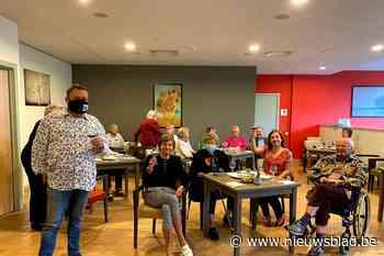 Senioren van Domitys-serviceresidentie vieren vaccinatie met... (Oudergem) - Het Nieuwsblad