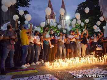 Velatón en Chinchiná por las personas que han muerto en las protestas desde el 28 de abril - La Patria.com