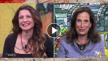 """Ilaria Capua si complimenta con Giovanni Floris: """"È la prima volta che tre scienziate sono ospiti di un programma tv in Italia"""" - La7"""