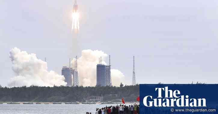 Debris from Chinese rocket could hit Earth at weekend, says expert