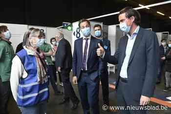 """De burgemeester eerst vaccineren? """"Hier in Gent worden de regels streng bewaakt"""""""