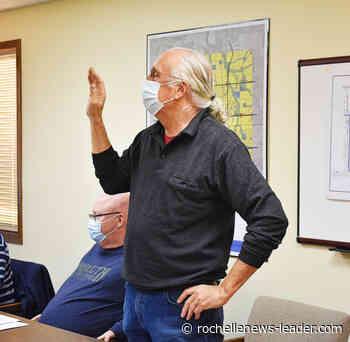 Creston board swears in new officials - Rochelle News Leader