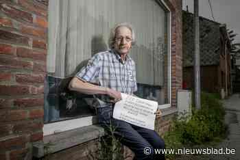 """Julien (67) uit Heist plaatst hartverscheurend bordje aan venster: """"Eenzame man zoekt eenzame vrouw"""""""