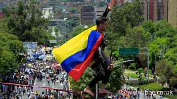 Colombia protests: Tightrope walkers and orchestra in demonstrations