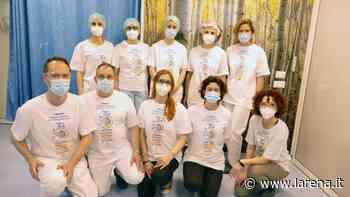 Giornata mondiale igiene delle mani, a Negrar i sanitari indossano le magliette - L'Arena