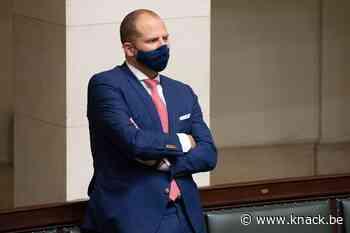 Francken tijdelijk geweerd uit geheime Kamercommissies na tweet met gevoelige info