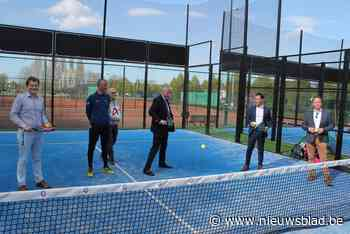 Iedereen gaat aan het 'padellen': tenniscourt wijkt voor drie padelterreinen - Het Nieuwsblad