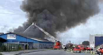 Gujan-Mestras : Un incendie détruit un bâtiment désaffecté sur le port de Larros - Sud Ouest