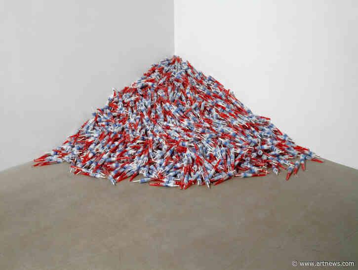 How Felix Gonzalez-Torres's Unabashedly Political Art Lent Minimalism a NewContext