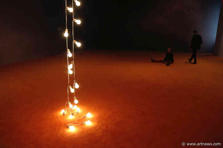 See Images of Felix Gonzalez-Torres's Poignant Works About Loss andMemory
