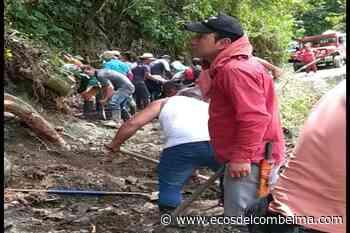 Con pica y pala campesinos de Roncesvalles y San Antonio trabajan para arreglar la vía - Ecos del Combeima