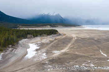 Alberta Environment warns drivers to stay off Abraham Lake – Red Deer Advocate - Red Deer Advocate