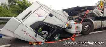 Grave incidente sulla Tangenziale Nord tra Monza e Sesto, cabina del tir distrutta, 2 feriti | FOTO - Il Notiziario
