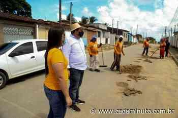 Prefeito Gilberto Gonçalves acompanha operação tapa-buraco em Rio Largo - Cada Minuto