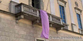 Un drappo lilla a palazzo Ala Ponzone per sensibilizzare sui disturbi alimentari - Cremonaoggi - Cremonaoggi