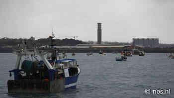 Franse vissers voeren actie bij Jersey om nasleep brexit, marineschepen stomen op - NOS
