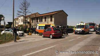 Scontro tra due auto a Budrio di Cotignola: due persone trasportate al Bufalini di Cesena, illesi due bambini - ravennanotizie.it