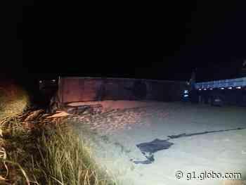 Acidente envolvendo picape e bitrens deixa duas pessoas feridas em Rancharia - G1