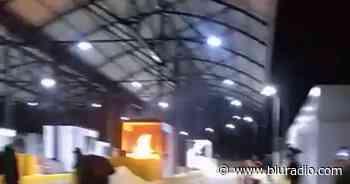 Manifestantes en Boyacá incineraron peaje de Sáchica, en la vía Samacá-Villa de Leyva - Blu Radio