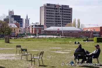 Meer dan 200 'parkstoelen' uitgezet in de parken van Gent: gebruiken mag, meenemen niet - Het Nieuwsblad