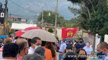 Tapizan Santa Lucía del Camino con publicidad del PT en zona de vacunación - www.nssoaxaca.com