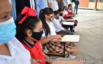 Recibe mesa-bancos reconstruidos escuela del ejido El Pacífico - Noticias del Sol de la Laguna