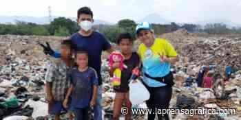 LLevan ayuda a personas que llegan a relleno sanitario de Atiquizaya, Ahuachapán - La Prensa Grafica