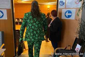 """Veroordeelde cannabisboer (opnieuw) """"in vol ornaat"""" voor rechter"""