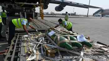 Pesawat AS yang Bawa Bantuan COVID-19 Tiba di New Delhi - Bahasa Indonesia - VOA Indonesia