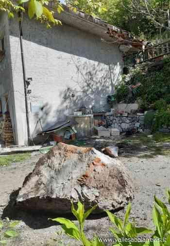 Storo - Cade un masso, danneggiato il tetto di una stalla - Valle Sabbia News