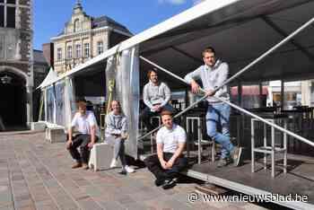 Jongerencafés baten weer samen terras uit tussen Hallentoren en stadhuis - Het Nieuwsblad