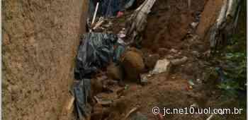 Barreira desliza em Camaragibe e deixa moradores em pânico por medo de tragédia - JC Online