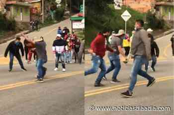 Con fútbol en las vías protestan los habitantes de Chipaque, Cundinamarca - Noticias Día a Día