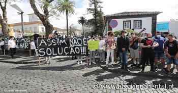 Uma centena de pessoas manifestou-se em Ponta Delgada (com vídeo) - Açoriano Oriental
