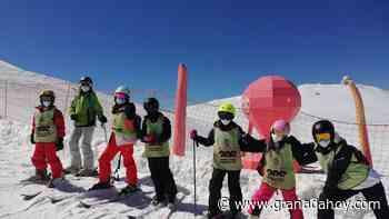 Una nueva campaña de la Concejalía de Deportes de Granada impulsa el esquí en familia - Granada Hoy