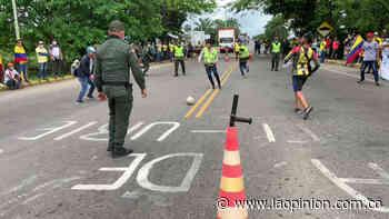 En Sabana de Torres, policías y civiles se enfrentaron, pero en un partido de fútbol   La Opinión - La Opinión Cúcuta