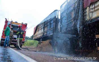 Carreta que carregou soja em Lucas do Rio Verde pega fogo em rodovia - Só Notícias