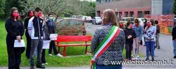 Liceo Parini di Lissone: gli studenti della 4L inaugurano una panchina rossa contro violenza di genere e discriminazioni - Il Cittadino di Monza e Brianza