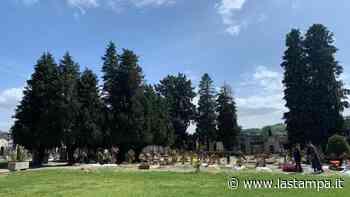 Ruba vasi e arredi dalle tombe del cimitero di Canelli: denunciata per furto aggravato - La Stampa
