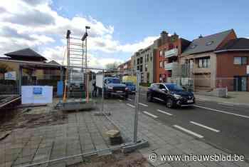 Tijdelijke 'waterbrug' over Heerstraat in Neerpeltse centrum