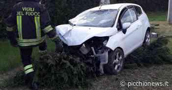 Recanati, schianto in contrada Addolorata, auto finisce in un giardino: 3 feriti all'ospedale (FOTO) - Picchio News