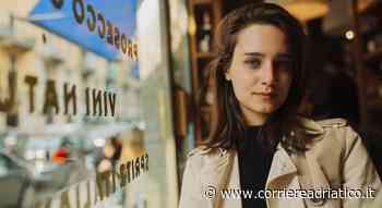 Denise Tantucci premia i videomakers a Porto Recanati nella serata finale del contest... - corriereadriatico.it
