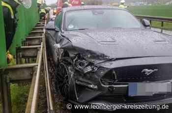Unfall auf der K 1015 bei Renningen: Mustang-Fahrer prallt gegen Leitplanke - Renningen - Leonberger Kreiszeitung
