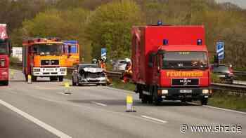 Schwerer Unfall auf der A 7: Auto raste zwischen Bordesholm und Warder in einen Lkw | shz.de - shz.de