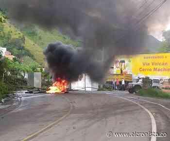 Manifestantes bloquean de nuevo la vía entre Ibagué y Calarcá - El Cronista