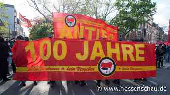 Antifa zieht durch Frankfurt - Kritik an der Polizei - hessenschau.de