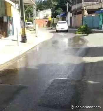 Camaçari: Esgoto transborda no Buri Satuba, causa transtorno e moradores ameaçam interditar rua - bahianoar.com